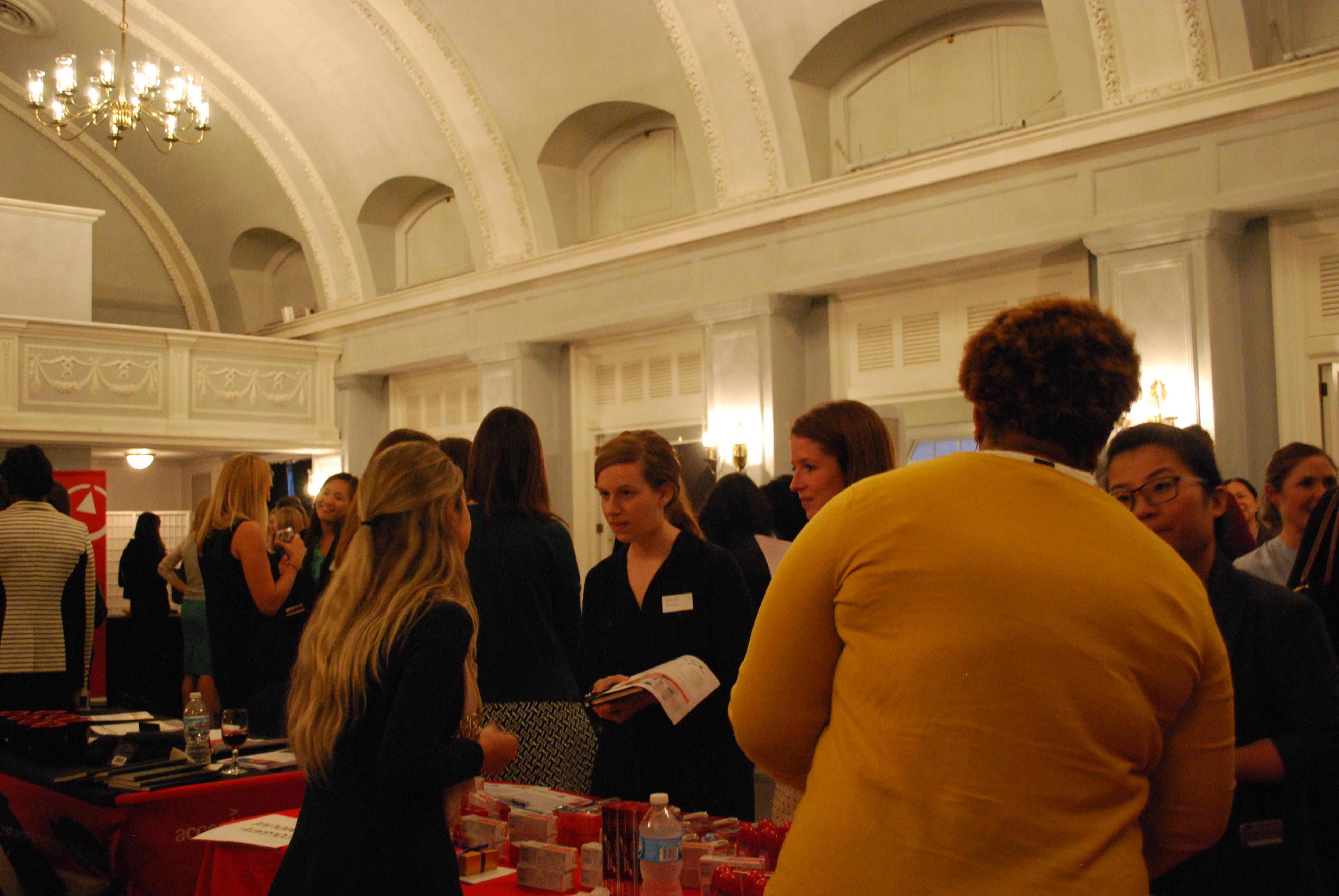 women s business assoc hosts career networking event kellogg 0597